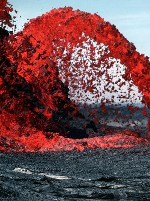 erupting-lava-during-daytime-73830 (2)